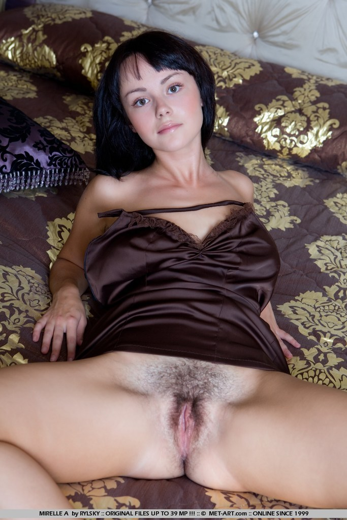 Tan girl natural hairy